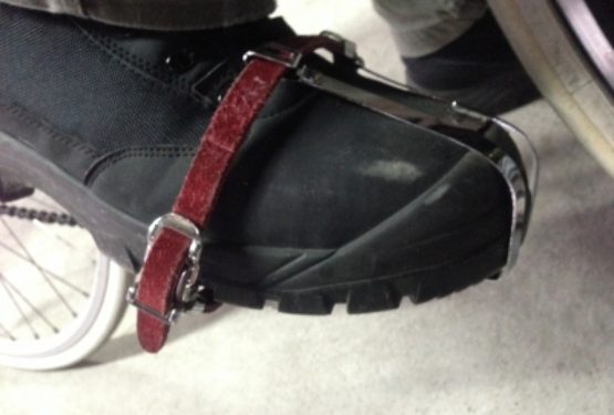 安全靴でトゥークリップ