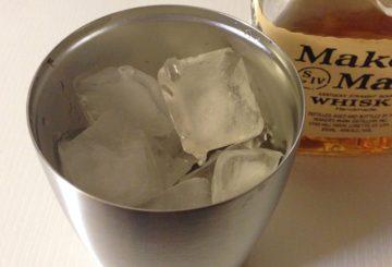 真空断熱グラスでウイスキーをロックで飲む